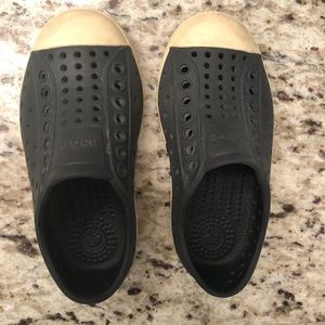 Native water shoes - Size T8